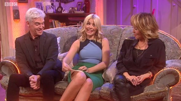 Holly-Willoughby-flashes-her-Spanxs-to-Mrs-Brown-885909 (1)