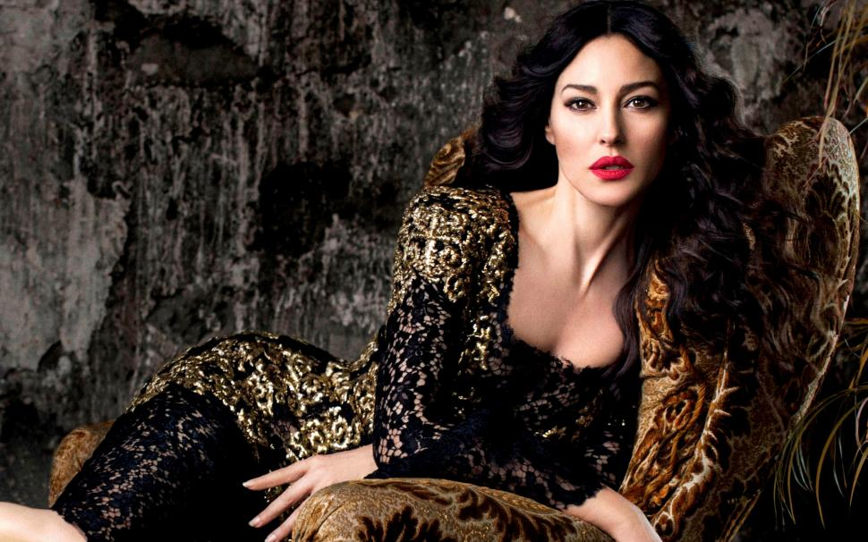 monica-bellucci-actress-2K-wallpaper-middle-size