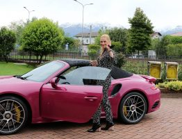 michelle-hunziker-drives-her-porsche-out-in-biella-05-06-2017_3